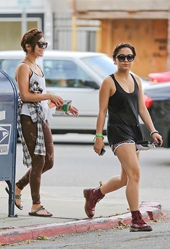 Vanessa et Stella Hudgens à Studio City le 9 mai 2013