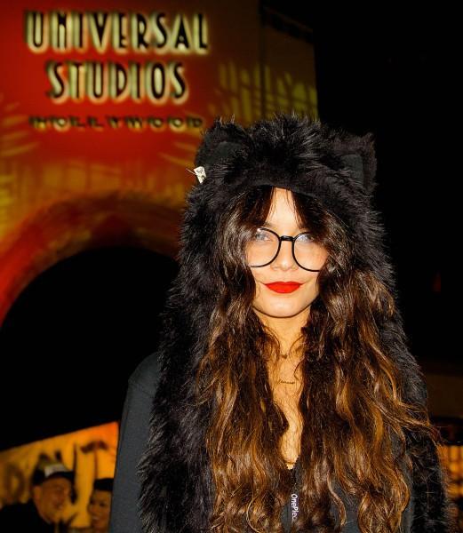 Vanessa Hudgens dans le parc Universal Studios à Los Angeles, 28 octobre 2013.