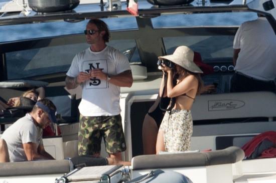 Photos : Vanessa Hudgens : une douce promenade en mer en compagnie d'un bel inconnu !