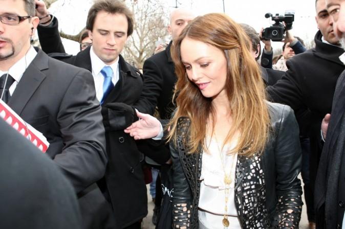 Vanessa Paradis arrive au défilé Chanel Haute Couture Spring-Summer 2012 à Paris, le 24 janvier 2012.