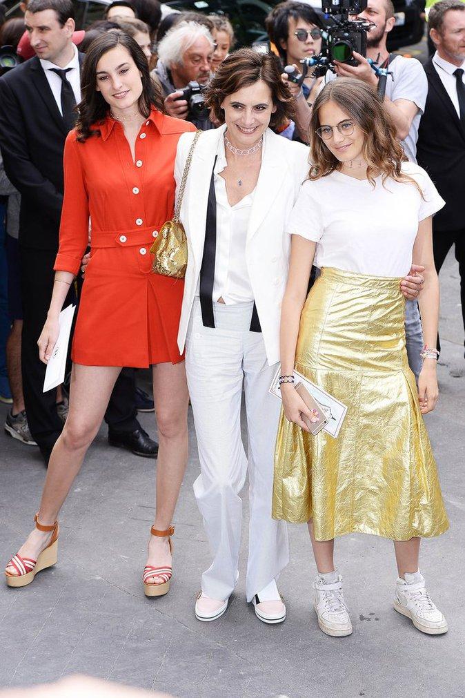 Inès de La Fressange et ses filles Nine et Violette à Paris le 5 juillet 2016