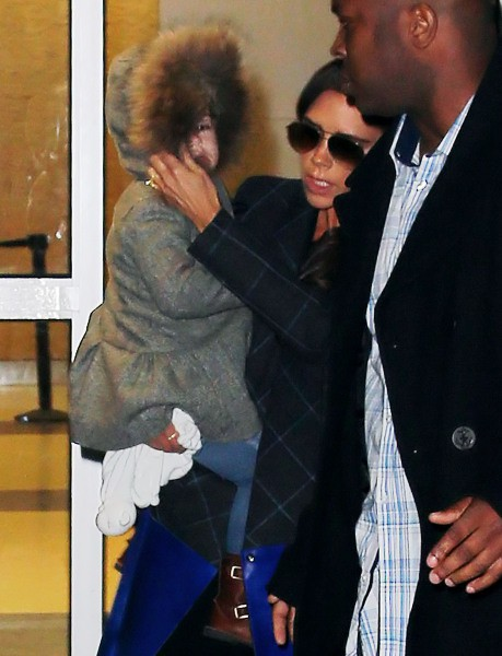 Victoria Beckham et sa fille Harper à l'aéroport JFK à New York, le 3 février 2014.