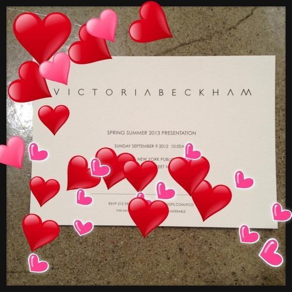 Le carton d'invitation pour le defilé de Victoria