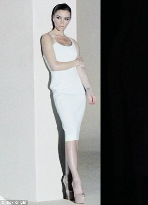 Victoria Beckham dans le spot publicitaire de la Range Rover Evoque.