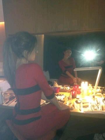 Tjours devant un miroir