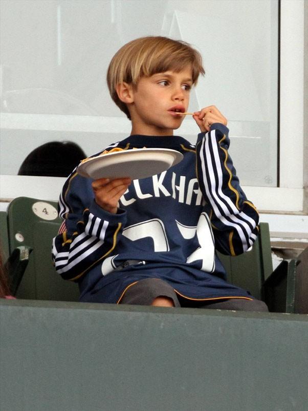 Romeo et Brooklyn Beckham lors du match des L.A. Galaxy face à Toronto, le 11 juin 2011 à Los Angeles.