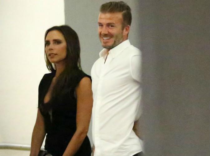 Victoria Beckham sexy en robe ultra-décolletée pour dîner avec David et des amis !