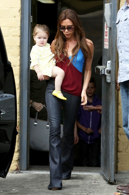 Victoria Beckham et ses enfants à Beverly Hills, le 4 avril 2013.
