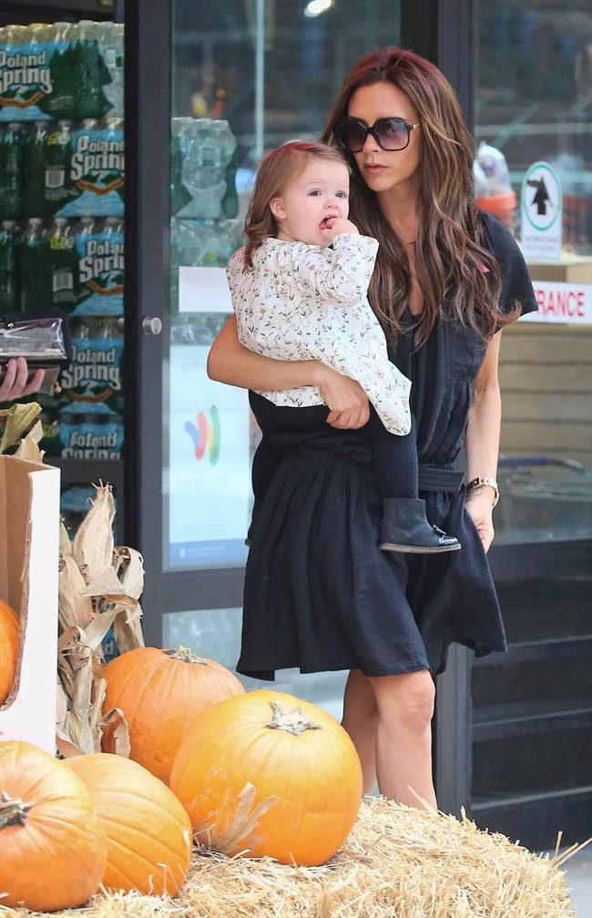 Victoria Beckham et Harper Seven à New-York le 23 octobre 2012