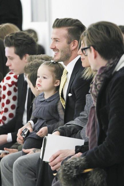 David Beckham et ses enfants lors du défilé de sa femme Victoria Beckham à New York, le 9 février 2014.