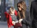 Victoria Beckham : virée parisienne entre filles avec son adorable poupée Harper !