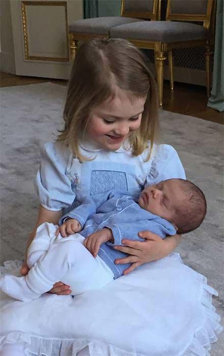 Photos : Victoria de Suède publie les premières photos officielles du petit Oscar !
