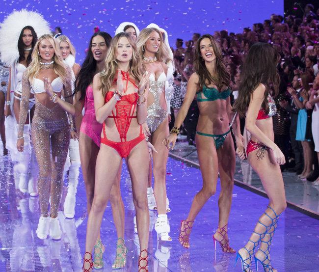 Le final du Victoria's Secret Fashion Show organisé à New-York le 10 novembre 2015