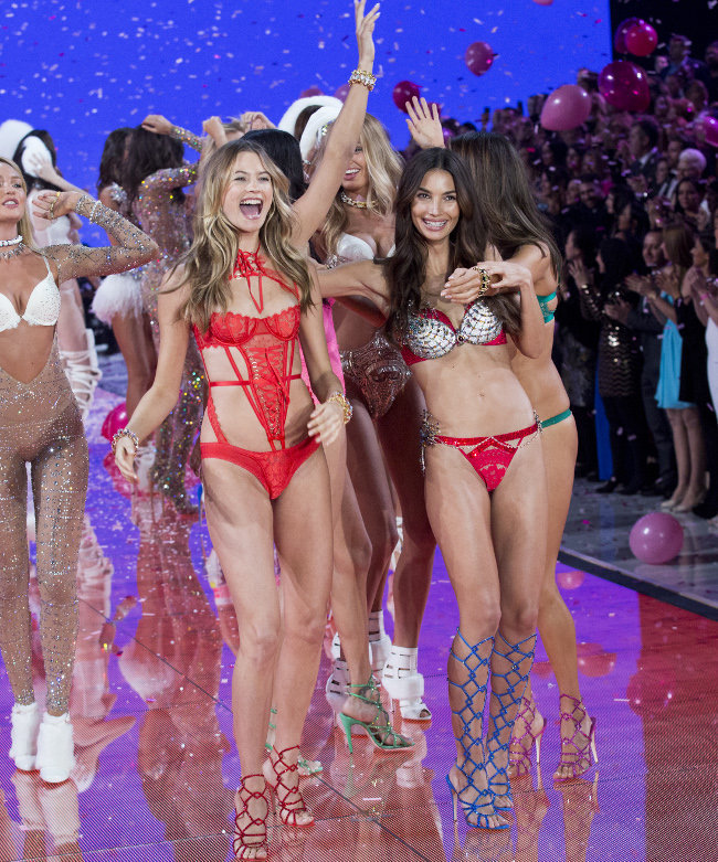 Le final du Victoria's Secret Fashion Show organisé à New-York le 10 novembre 2015