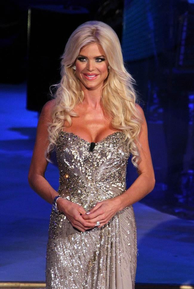 Victoria Silvstedt sur le plateau de Ballando con le stelle le 5 octobre 2013
