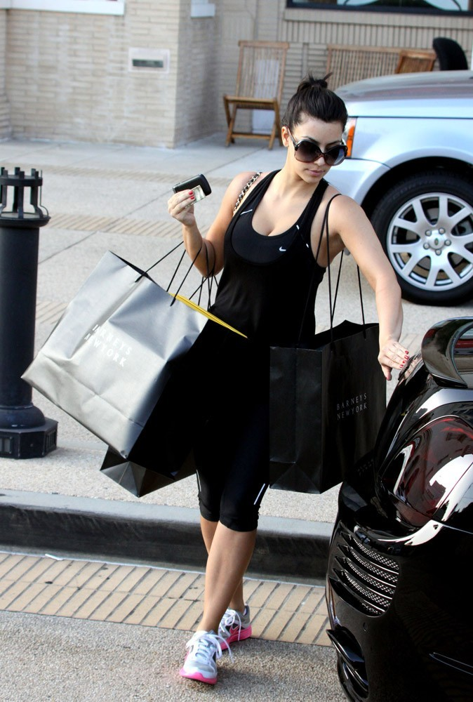 Photos : Kim privilégie la tenue sportswear pour son marathon shopping !