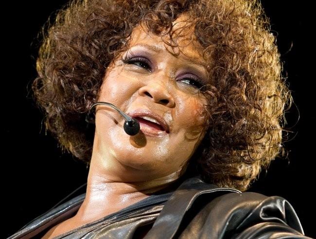 Whitney Houston en concert en Allemagne lors de sa tournée 2010... Elle n'était pas au mieux de sa forme !