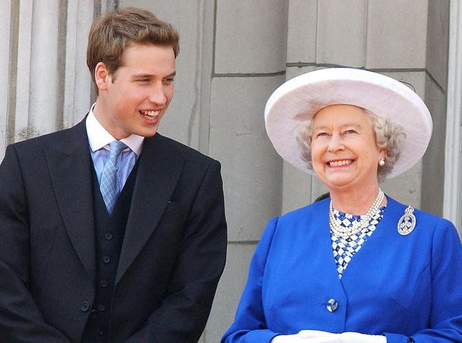 En présence de sa grand-mère, la reine Elizabeth II, sur le balcon de Buckingham Palace, en 2003