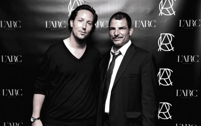 Grégory Lentz (membre de L'ARC PARIS) et Marc Lièvremont (Sélectionneur du XV de France) dans le club L'Arc à Paris, le 26 octobre 2011.