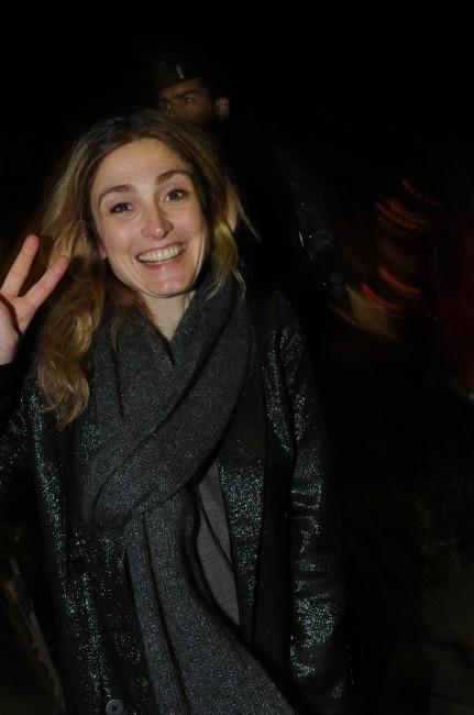 Julie Gayet à la place de la Bastille pour célébrer la victoire de François Hollande, le 6 mai 2012.