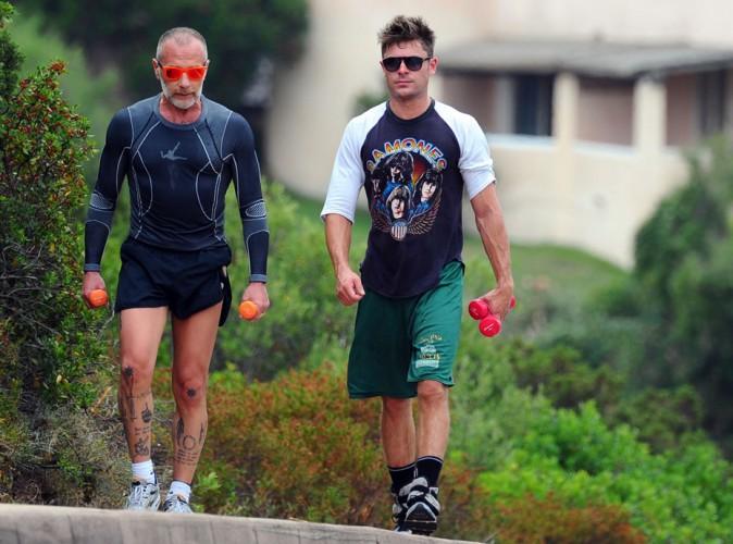 Photos : Zac Efron : il ne fait pas qu'entretenir sa silhouette de rêve en Sardaigne, il flirt aussi avec... Michelle Rodriguez !