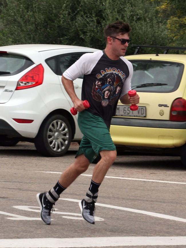 Zac Efron à Porto Cervo le 5 juillet 2014