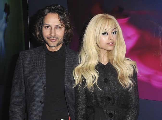 """Cyrus Pahlavi et Zahia Dehar lors du vernissage de l'exposition """"Lost Paradise"""" à la Galerie du Passage à Paris, le 5 juin 2012."""