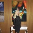 """Zahia Dehar lors du vernissage de l'exposition """"Lost Paradise"""" à la Galerie du Passage à Paris, le 5 juin 2012."""