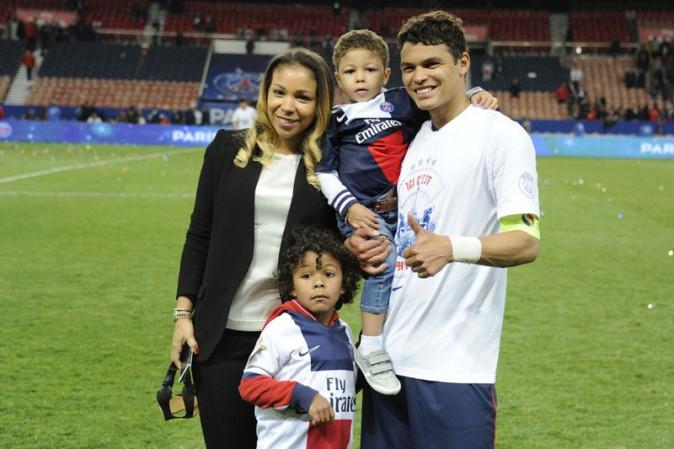 Thiago Silva avec sa famille au Parc des Princes le 7 mai 2014
