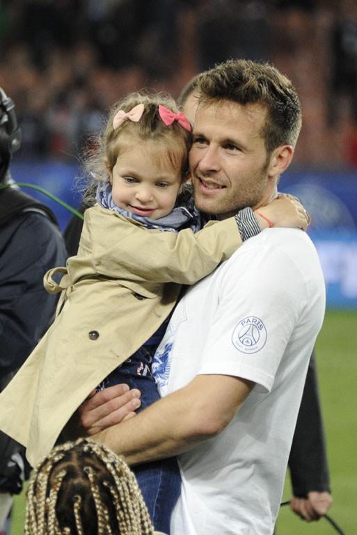 Yohan Cabaye avec sa fille au Parc des Princes le 7 mai 2014