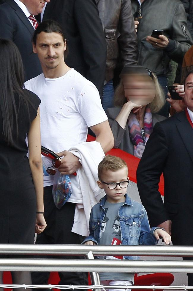 Zlatan Ibrahimovic au Parc des Princes avec ses deux fils le 5 avril 2014
