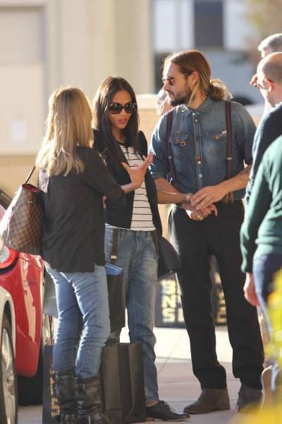 Zoe Saldana et son mari Marco Perego en plein shopping à Beverly Hills, le 23 décembre 2013.