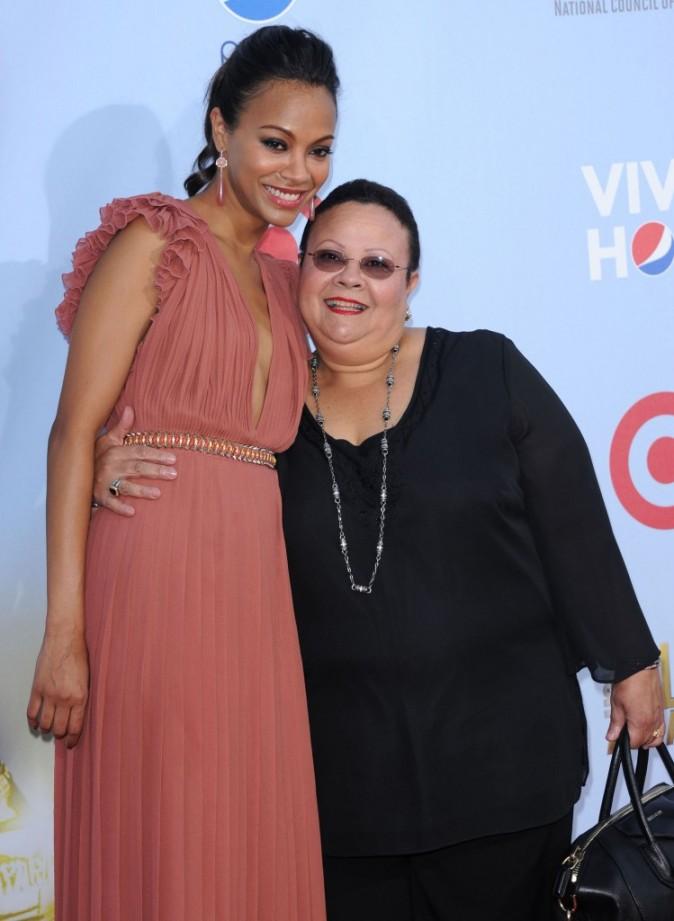 Zoe Saldana et sa maman lors des ALMA Awards 2012 à Pasadena, le 16 septembre 2012.