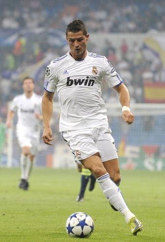 Cristiano Ronaldo: il a un coté angélique avec son maillot blanc!