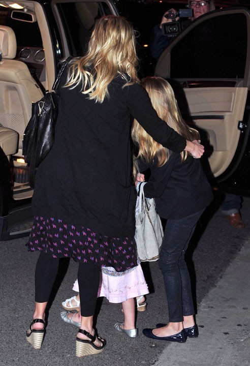 Reese Witherspoon fête son anniversaire en famille à Brentwood, le 22 mars 2011.
