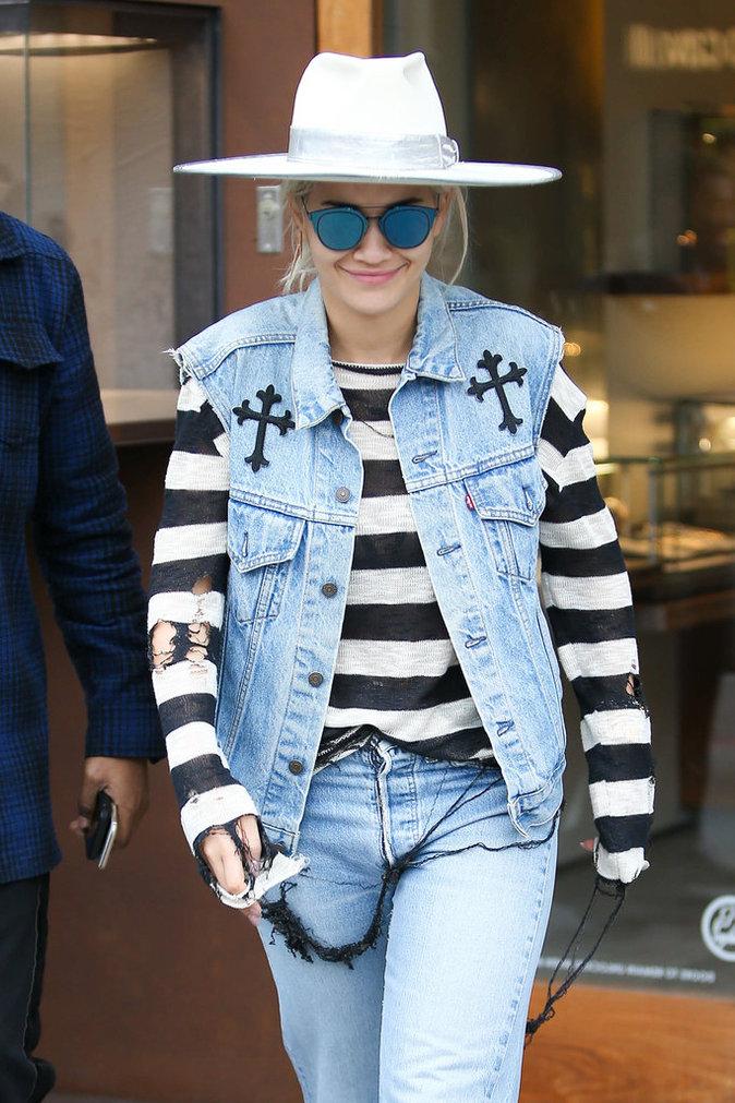 Rita Ora et sa veste en jean