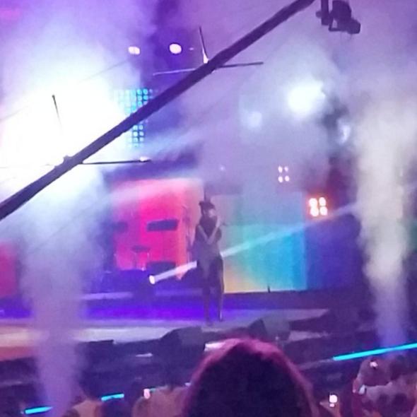 """Shy'm au concert """"Tout le monde chante contre le cancer"""" au Zénith de Paris le 01 décembre 2015"""
