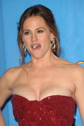Los Angeles 14/01/2013 : Jennifer Garner : Le chewing-gum en toutes circonstances !