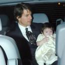 Suri bébé avec son papa Tom Cruise