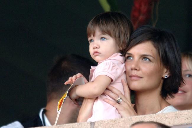 Suri en 2007 avec sa maman