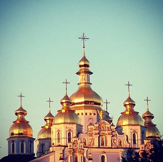 Nicole Scherzinger : à la visite les lieux religieux ukrainiens !