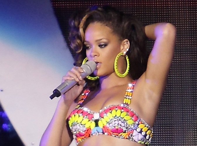 Rihanna : à bout avant un concert, elle cherche du réconfort auprès de Beyoncé !