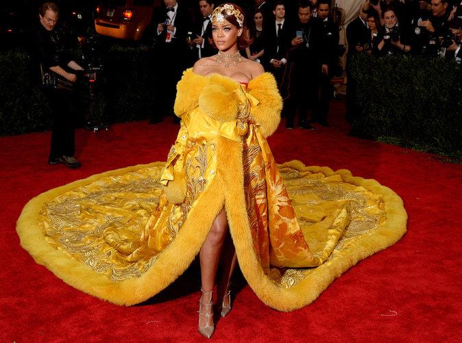 "Rihanna : absente au Met Gala 2016, sa ""Pizza Dress"" fait toujours le buzz !"