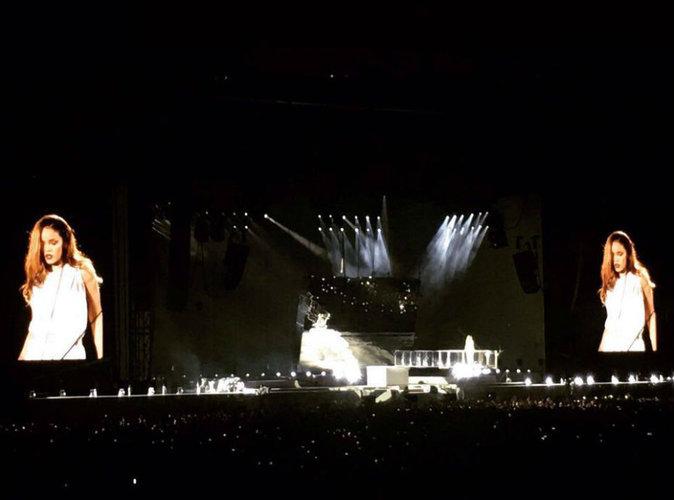 Rihanna au Stade de France : un hommage vibrant aux victimes des attentats
