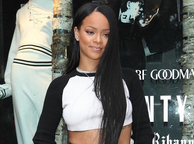 Rihanna obtient enfin une réponse de François Hollande sur Twitter !