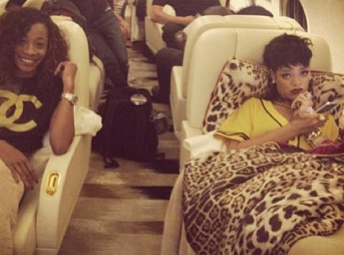 Rihanna : elle s'envoie en l'air en jet, enveloppée dans sa couette !