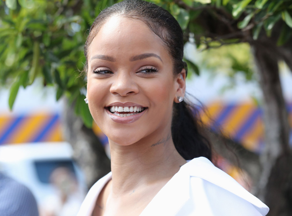 Rihanna : Elle roucoule dans une piscine avec Hassan Jameel, un riche héritier !