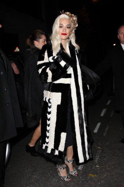 Les frileuses : Rita Ora à Londres !