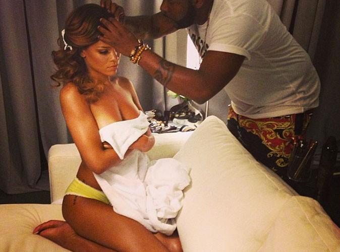 Rihanna : topless sur Twitter !