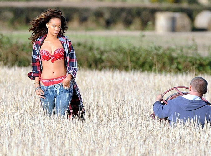 Rihanna : virée de son clip champêtre par un fermier qui la trouve trop sexy !